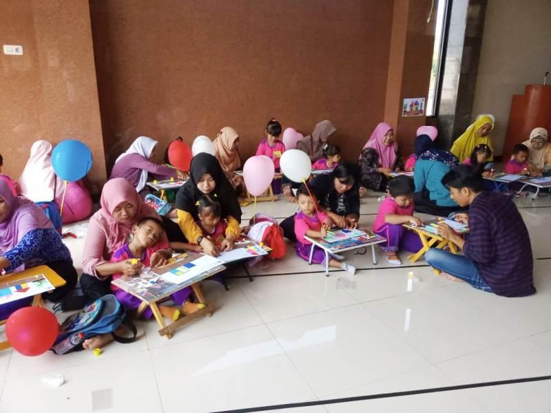 Peserta lomba Geometri untuk siswa TK yang diadakan MIM 28 Surabaya. (Chalisa/PWMU.CO)