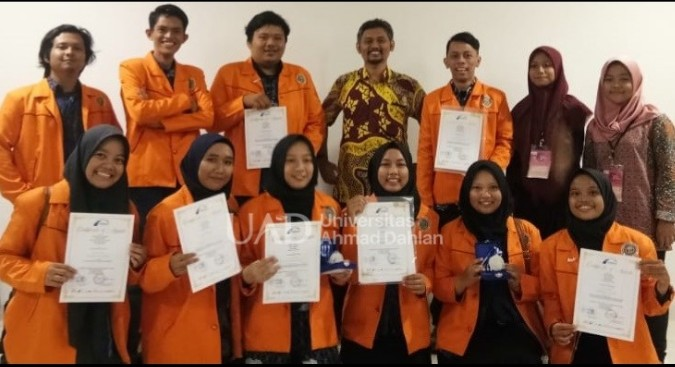 Mahasiswa UAD raih silver medal kategori Innovation Science tingkat College. Medali itu diraih di ajang ASEAN Innovation Science and Entrepreneur Fair 2020.
