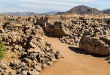 Situs reruntuhan Kota Najran tempat kisa Ashabul Ukhdud terjadi di Yaman. Kisah yang diceritakan dalam surat al-Buruj.