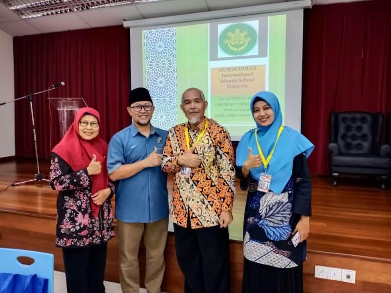 Dari kiri Kepala SMAM 1 Umi Mafrukhah, Direktur IISM Zulfan Haidar Zamzuri, Kepala SMPM 1 Yanur Setyaningrum dari Perguruan Muhammadiyah Oro-Oro DowoMalang.