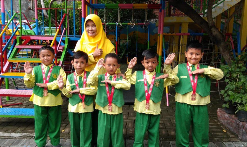 Pesilat cilik TK Aisyiyah 36 PPI meraih juara Surabaya Tapak Suci Competition 2020 se-Jawa Timur, Senin (10/2/20) lalu, di Kaza City Mall, Jalan Kapas Kampung Nomor 45 Surabaya.