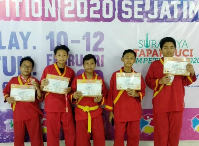 Pesilat Spemdalas berhasil membawa pulang medali di ajang Surabaya Tapak Suci 2020 Se-Jawa Timur. Pertandingan itu diselenggarakan di Kaza Plasa Surabaya, Senin-Rabu (10-12/2/2020).