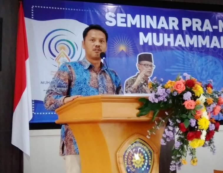 Prof Syamsul Arifin menyampaikan pembaharuan Muhammadiyah dalam seminar Pra Muktamar di UMM. (Sugiran/PWMU.CO)