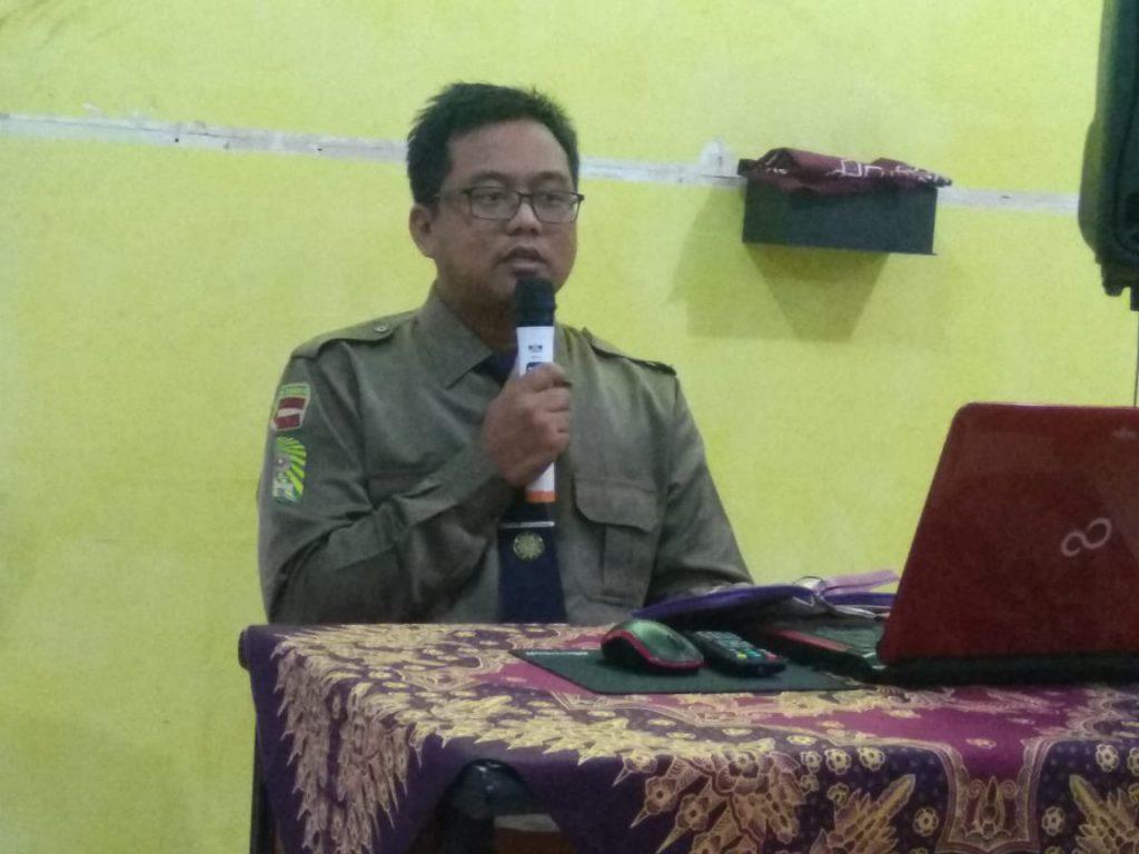 Kultum Jumat Pagi Smamsatu mengupas materi Masyarakat Penuh Berkah di ruang guru, Jumat (21/2/20). Tema tersebut disampaikan salah satu guru SMA Muhammadiyah 1 (Smamsatu) Gresik Rudi Ihwono SKom.