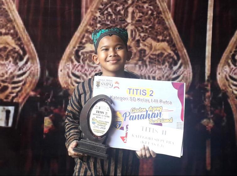 Muhammad Haidar Tsaqiif Setyobudi murid SDM 18 juara panahan Titis II. (Mitha/PWMU.CO)