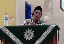 Taufiqullah mengutip pendapat Ali bin Abi Thalib dalam ceramah Pengajian Jumat Pagi di PCM Babat. (PWMU.CO)