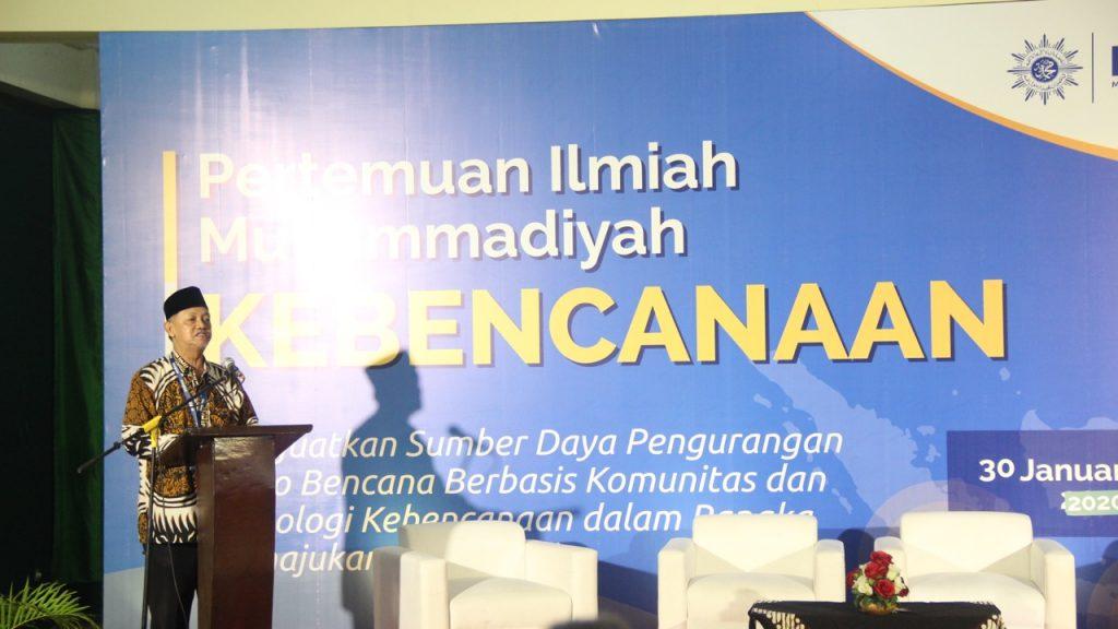 Ketua Majelis Tarjih PP Muhammadiyah Prof Dr H Syamsul Anwar MA menyampaikan materi pada acara Pertemuan Ilmiah Muhammadiyah (PIM) Kebencanaan yang diselenggarakan oleh MDMC (Mira Suhardiyanti/PWMU.CO)
