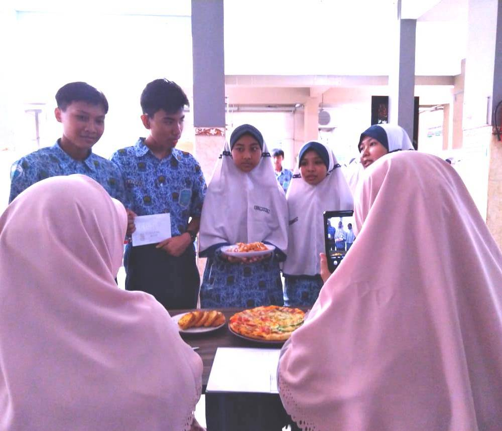Asah life skill siswa, SMP Musasi gelar MasterChef. Kegiatan yang diikuti seluruh perwakilan kelas IX tersebut dilaksanakan pada Rabu (26/2/20).