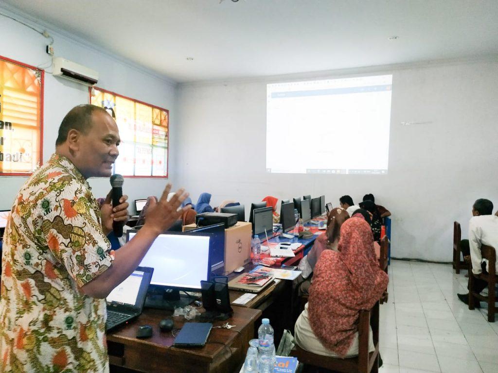 Workshop Pembelajaran Berbasis IT diselenggarakan SMA Muhammadiyah 8 Gresik (Smamdelagres), Jumat (31/1/20) oleh Sukari MPd.