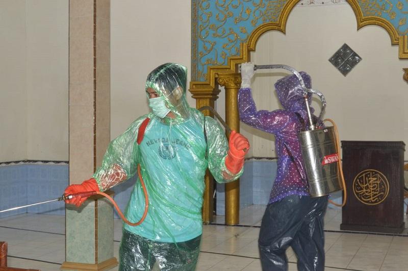Angkatan Muda Muhammadiyah (AMM) Cabang Pekalongan  inisiasi penyemprotan desinfektan ke mushola dan Masjid se-Cabang Pencongan, Jumat (27/03/20).