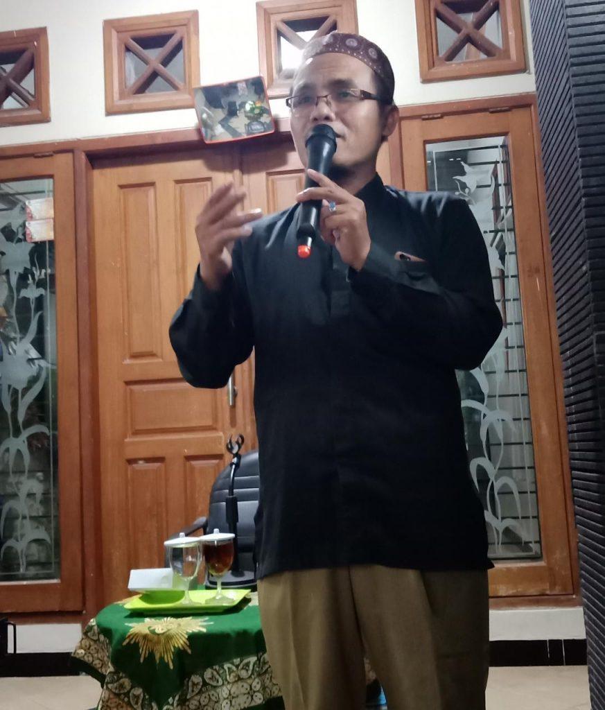 4 cara jalin hubungan baik dengan Allah disampaikan Drs Abdul Majid MPdI dalam Pengajian Bulanan Pimpinan Ranting Aisyiah Sidokumpul Gresik.