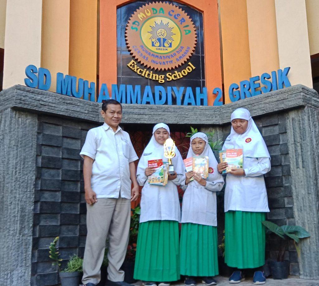 Cerpenis cilik SD Muda Ceria Gresik meraih juara lomba menulis cerpen tingkat Surabaya, Sidoarjo, dan Gresik. Penghargaan tersebut diberikan oleh Penerbit Jagaddhita kepada tiga siswa SD Muhammadiyah 2 Gresik (Muda Ceria), Senin (24/2/20).