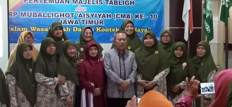 Corp Mubalighot Aisyiyah bersama Prof Syafiq Mughni di Banyuwangi. (Humaiyah/PWMU.CO)
