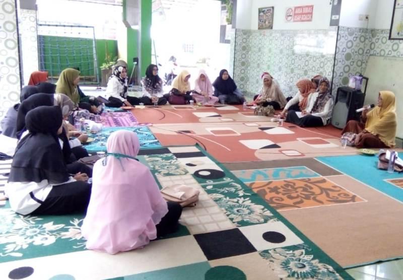 Pertemuan guru Aisyiyah Tanggul diminta guru amalkan al-Ashri. (Humaiyah/PWMU.CO)