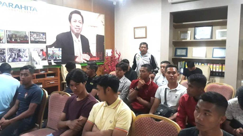 Pemain PSHW ikuti tes kesehatan di Parahita Diagnostic Centre Surabaya, Senin (2/3/2020). Jika gagal bakal dicoret. Demikian dikatakan Presiden PSHW Jatim Dhimam Abror Djuraid.