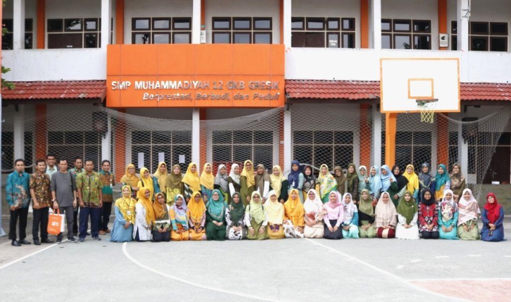 Pengalaman jadi editor intrenal di lingkungan sekolah Muhammadiyah GKB yang diceritakan Ichwan Arif ini seperti merawat tanaman agar tetap hijau, terus tumbuh dan berkembang.