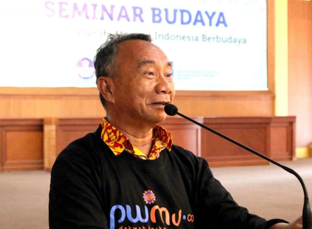 Iqra Virus Corona di Zaman Dusta karya wartawan senior Anwar Hudijono ini menarik untuk disimak. Analisisnya tajam dengan mata batin.
