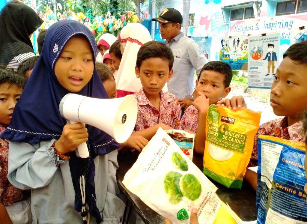 Pegiat cilik lingkungan hidup yang viral karena menulis surat ke beberapa pimpinan negara ini ternyata alumnus SD Muhammadiyah 1 Wiringinanom (SD Muwri), Gresik.