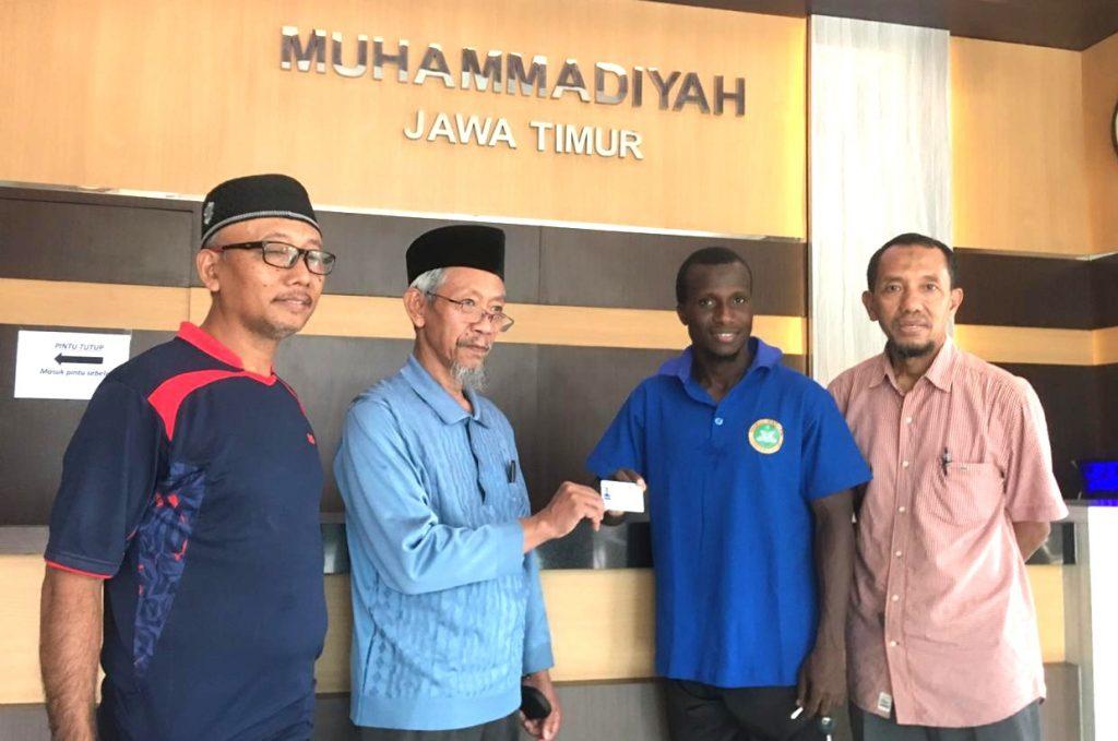 Pemain PSHW asal Nigeria ini jadi mualaf Muhammadiyah setelah penandatanganan kontrak. Dialah pemain naturalisasi asal Nigeria: Mufilutau Opeyemi Ogunsola, 29 tahun.