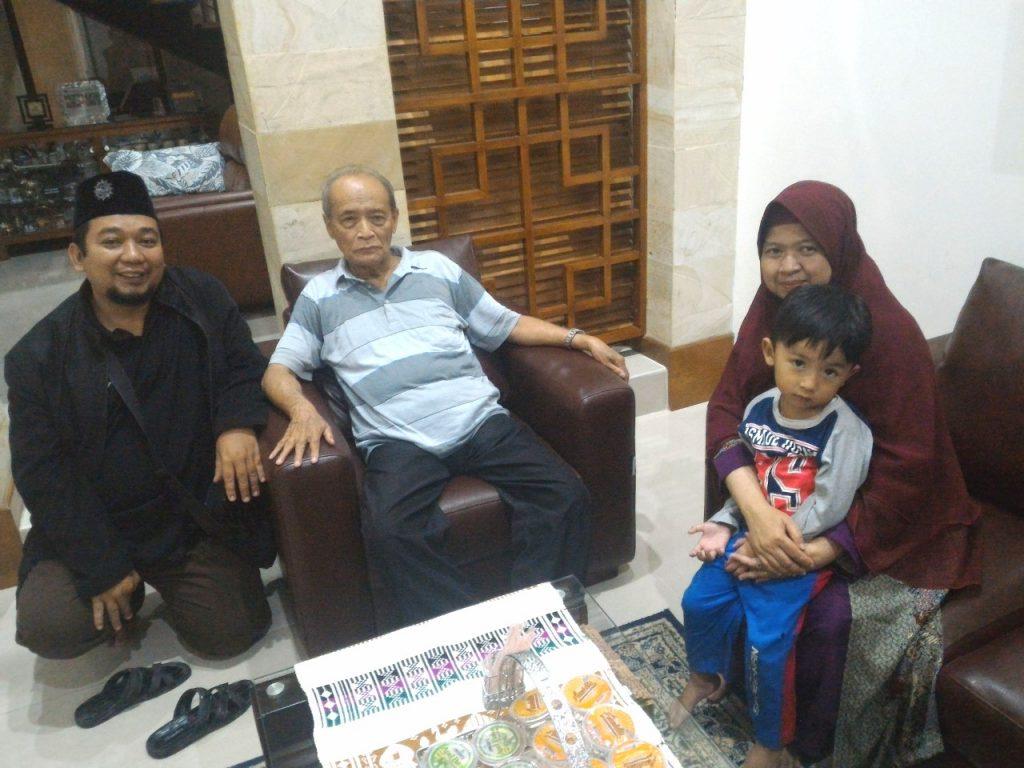 Wawancara dengan Buya Syafii Ma'arif adalah salah satu kenangan tak terlupakan kontributor Malang Uzlifah. Ada juga kenangan bersama Haedar Nashir, Emha Ainun Nadjib.