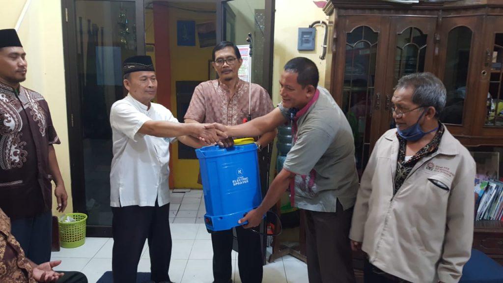 PCM Mulyorejo Surabaya bagi-bagi peralatan sterilisasi dalam rangka mengantisipasi penyebaran wabah Virus Corona atau Covid-19 pada Rabu (25/3/2020).