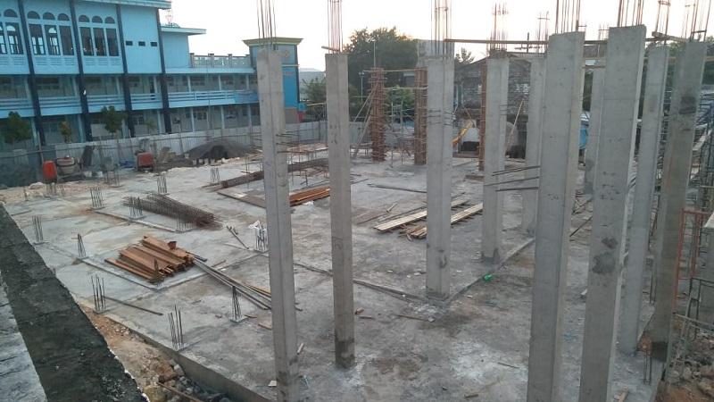 Proses pembangunan Masjid Hijroh Banyutengah Panceng Gresik proses pembangunan.  Hingga Selasa (24/3/20) sudah pada pengecoran tiang untuk lantai 1.