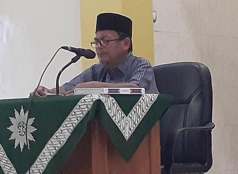 KH Khoirul Huda membahas keutamaan bulan Rajab dan pengajian Jumat PCM Babat. (Hilman/PWMU.CO)