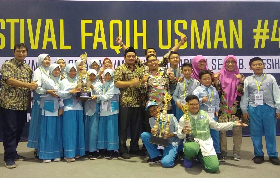 Kado milad ke-16, SD Muhammadiyah Manyar (SDMM) Gresik dinobatkan sebagai juara umum tingkat SD/MI dalam Festival Faqih Usman (FFU) #4. Festival ini digelar di Universitas Muhammadiyah Gresik (UMG), Sabtu (7/3/20).