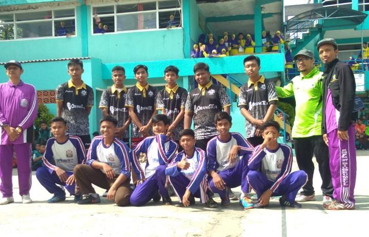 Persahabatan OSIS dan latihan renang dilaksanakan oleh SMP Maju Sakti Sidokumpul Paciran. Sasarannya adalah OSIS SMP Al-Amin Tunggul Kecamatan Paciran.