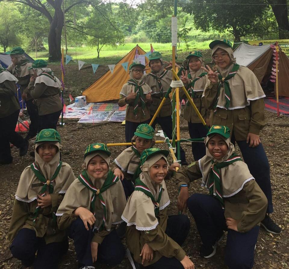 Pionering menjadi salah satu kegiatan seru di Hizbul Wathan (HW) Camp, Jumat-Sabtu (13-14/3/20). Semua peserta tampak antusias mengikuti acara ketangkasan tali temali ini.