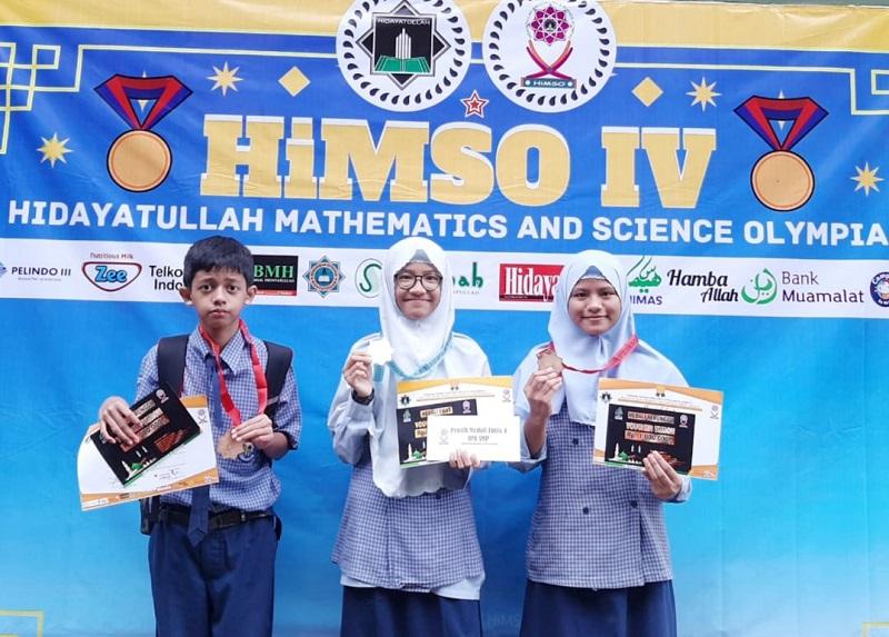 Siswa Spemdalas berhasil meraih 1 medali emas dan 2 perunggu pada HIMSO tingkat Nasional 2020, Ahad (8/3/20). Tiga siswa Spemdalas mengukir prestasi.