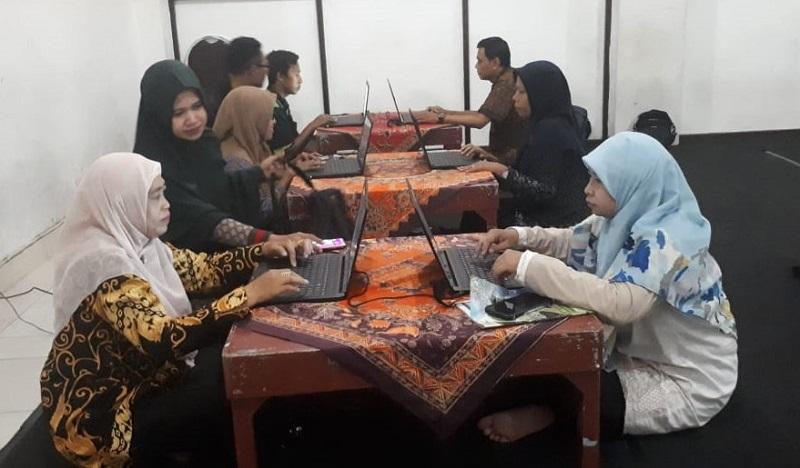 Spemupat didamping Prodi Matematika FKIP Universitas Muhammadiyah Gresik dalam kegiatan pembelajaran Daring (dalam jaringan), Rabu (18/3/20).
