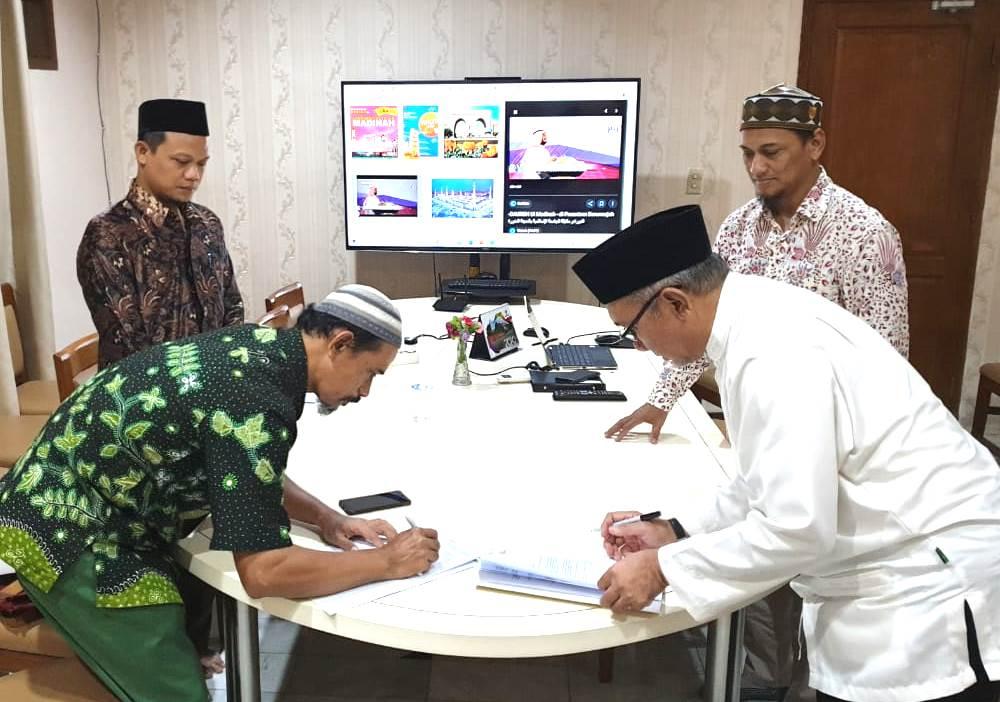 Smamda Sidoarjo-Darunnajah jalin MoU di bidang pendidikan luar negeri. Seperti yang terlihat saat penandatanganan MoU di Jakarta, Sabtu (7/3/2020).