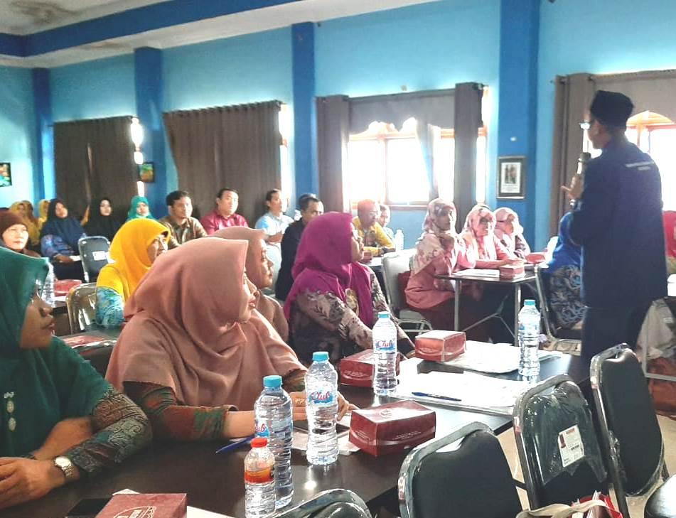 Begini cara asyik belajar Matematika diikuti 50 guru SD/MI Muhammadiyah se-Kabupaten Sidoarjo, Rabu (18/3/20), di Aula SD Ikrom, Wage, Sidoarjo.