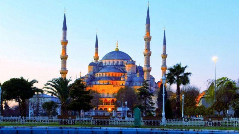 Masjid Biru Sultan Ahmed peninggalan Kesultanan Turki.