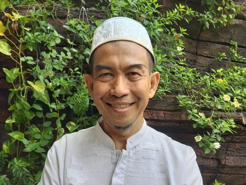 Ali Murtadlo. Renungan bukan warga yang merepoti.