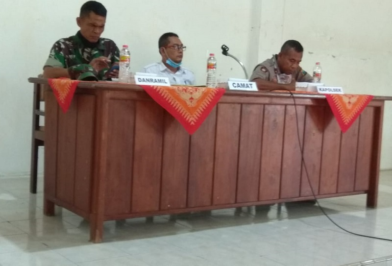 Camat Panceng menginstruksikan isi maklumat bersama tokoh beragama Gresik dengan mengumpulkan takmir masjid se-Kecamatan Panceng, Rabu (1/4/20).
