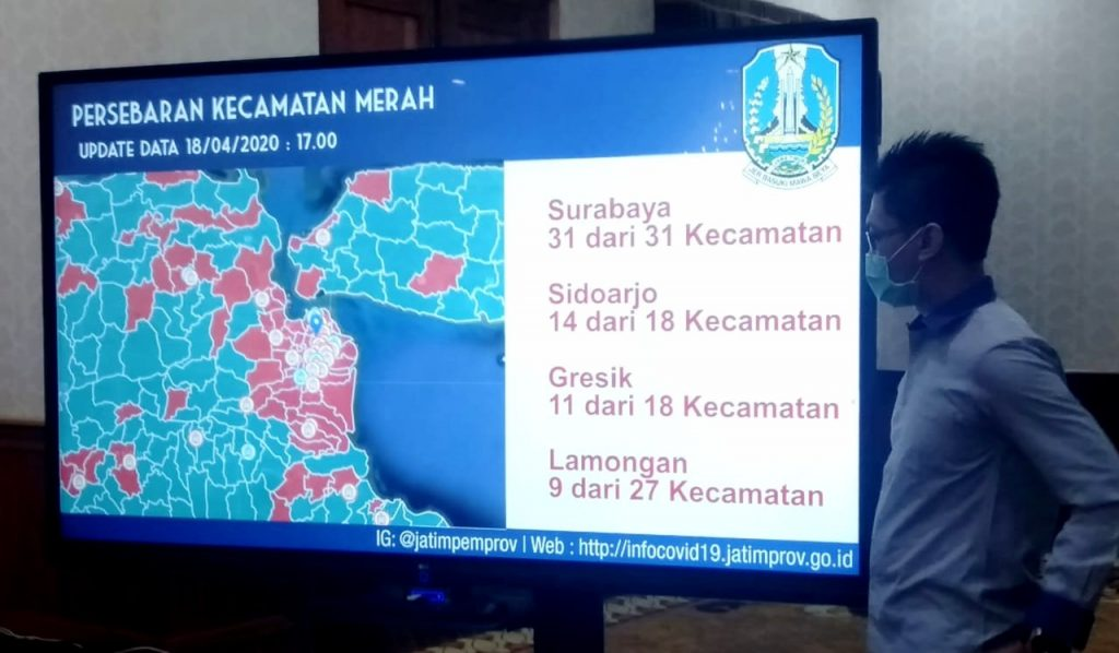 PSBB, Gubernur Jawa Timur Khofifah Indar parawansa akan panggil tiga kepala daerah. Yaitu Kota Surabaya, Kabupatan Gresk, dan Kabupaten Sdoarjo.