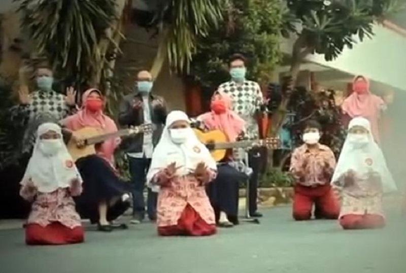 Pergilan Corona lagu yang diaransemen Sri Wahyuni SAg MPd khusus diperuntukkan MCCC untuk melawan covid-19 yang melanda dunia.