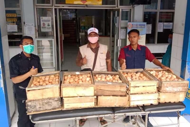Menjalankan maklumat Muhammadiyah, MCCC membagikan 10 ton telur yang dilaksanakan Lazismu Jatim.