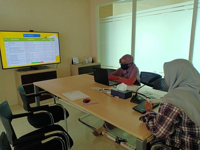 PAT Smamio dilakukan secara daring. Rapat sosialisasi ini dilaksanakan melalui vicon yang diikuti oleh seluruh guru, Senin (6/4/2020).