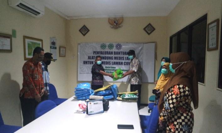 Panti ini bantu APD RS PKU Muhammadiyah Surabaya pada Selasa (14/4/2020). Panti itu adalah Panti Asuhan Muhammadiyah KH Achmad Dahlan Surabaya.