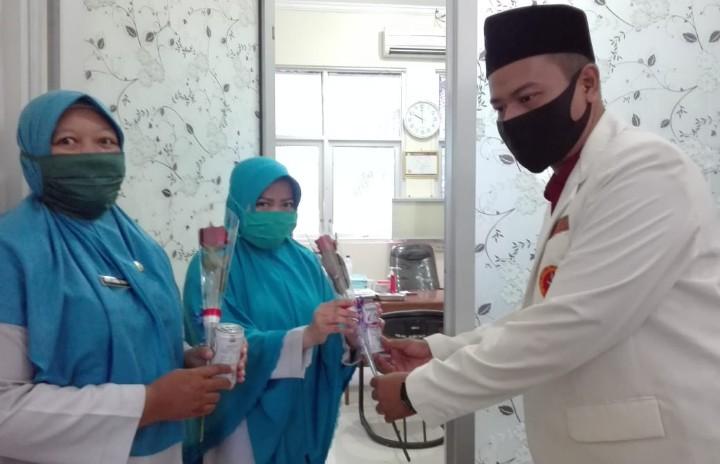Pemuda-Ansor Situbondo aksi simpati tim medis. Aksi simpati tim medis dilaksanakan di Rumah Sakit Umum Daerah (RSUD) dr Abdoer Rahem Situbondo.