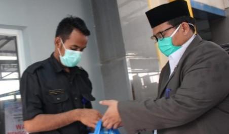 Pondok ini peduli Tim Medis RSIM Sumberrejo. PCA Sumberrejo melalui Pondok Modern Aisyiyah Islamic Boarding School (PM-AIBS) Sumberrejo peduli tim medis.