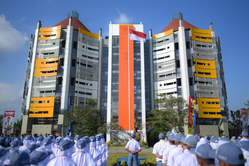 Gedung SMKM 7 Gondanglegi. Pengikut Muhammadiyah kecil tapi asetnya besar.