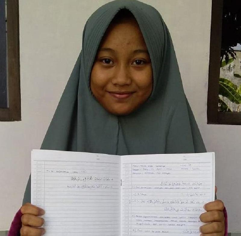 Santri Al Mizan Muhammadiyah Lamongan mengadakan Ujian Semester Genap Diniyah online yang dilaksanakan di rumahnya, Senin-Sabtu (27/4- 2/5/2/20).