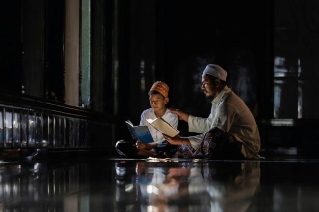 Hawariyyun, Ramadhan, Injil, dan Al-Quran adalah kolom yang ditulis oleh Prima Mari Kristanto, warga Muhammadiyah Lamongan, Jawa Timur.