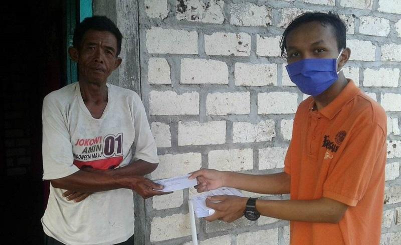 AMM Jamang Dusun Jamang Kecamatan Maduran Lamongan mendistribusikan amplop THR (Tunjangan Hari Raya), Sabtu (23/5/20).