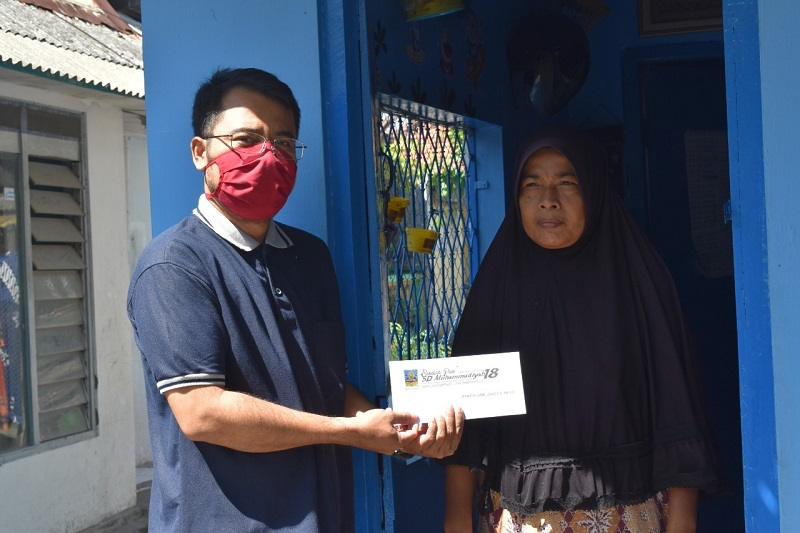 Baksos SDM 18 Surabaya dilaksanakan door to door selama 3 hari, Jumat, Sabtu dan Ahad (15-18/5/20) ke warga Warga sekitar Mulyorejo, Tempurejo, dan Kalijudan.