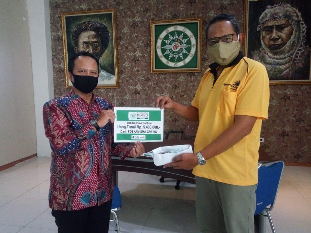 Donasi Foskam SMA/SMK/MA Kabupaten Gresik diterima Koordinator Informasi MCCC Kabupaten Gresik Muhammad Harun, Jumat (15/5/20).
